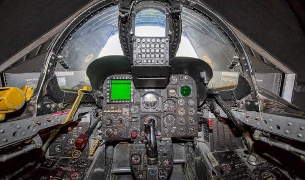 F-4コックピット