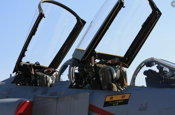 F-4座席